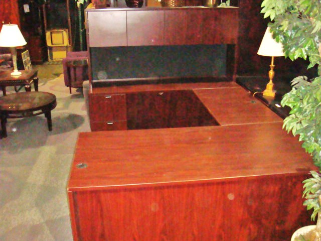 Dark Cherry U Shape With Hutch