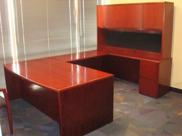 Bowed Front U Shape Desk W/hutch