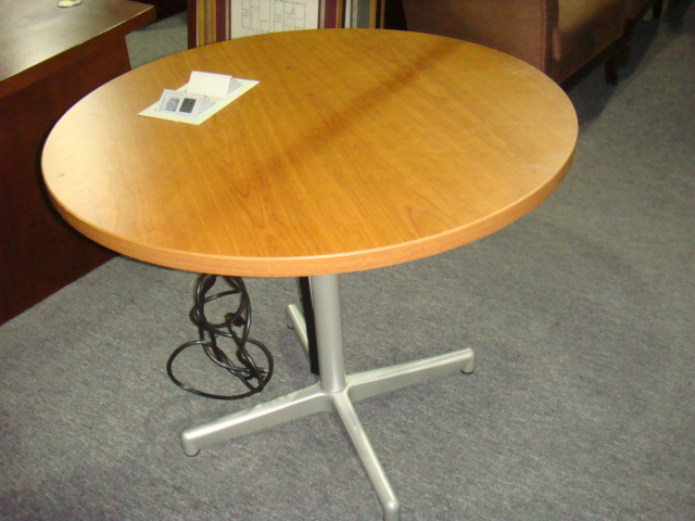 36″ Round Table W/power