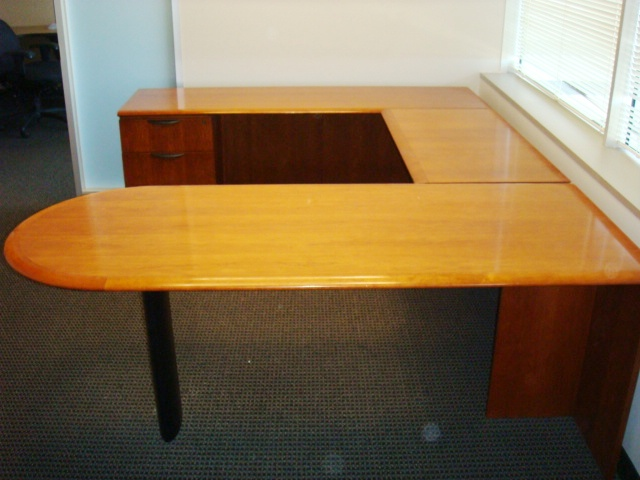 Bullet Top U-Shape Desk