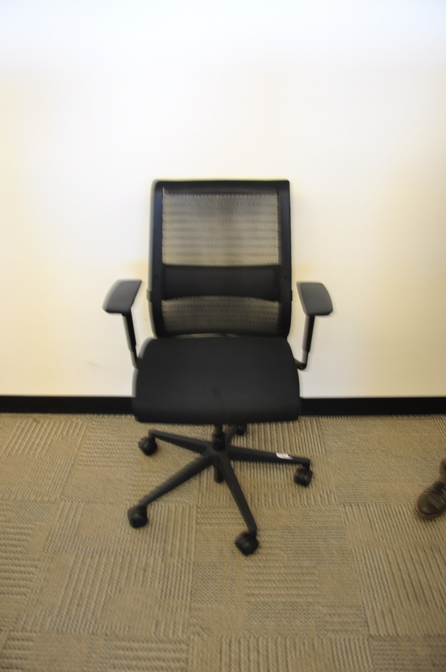 Steelcase Think Chair Black Mesh Silver Used Office