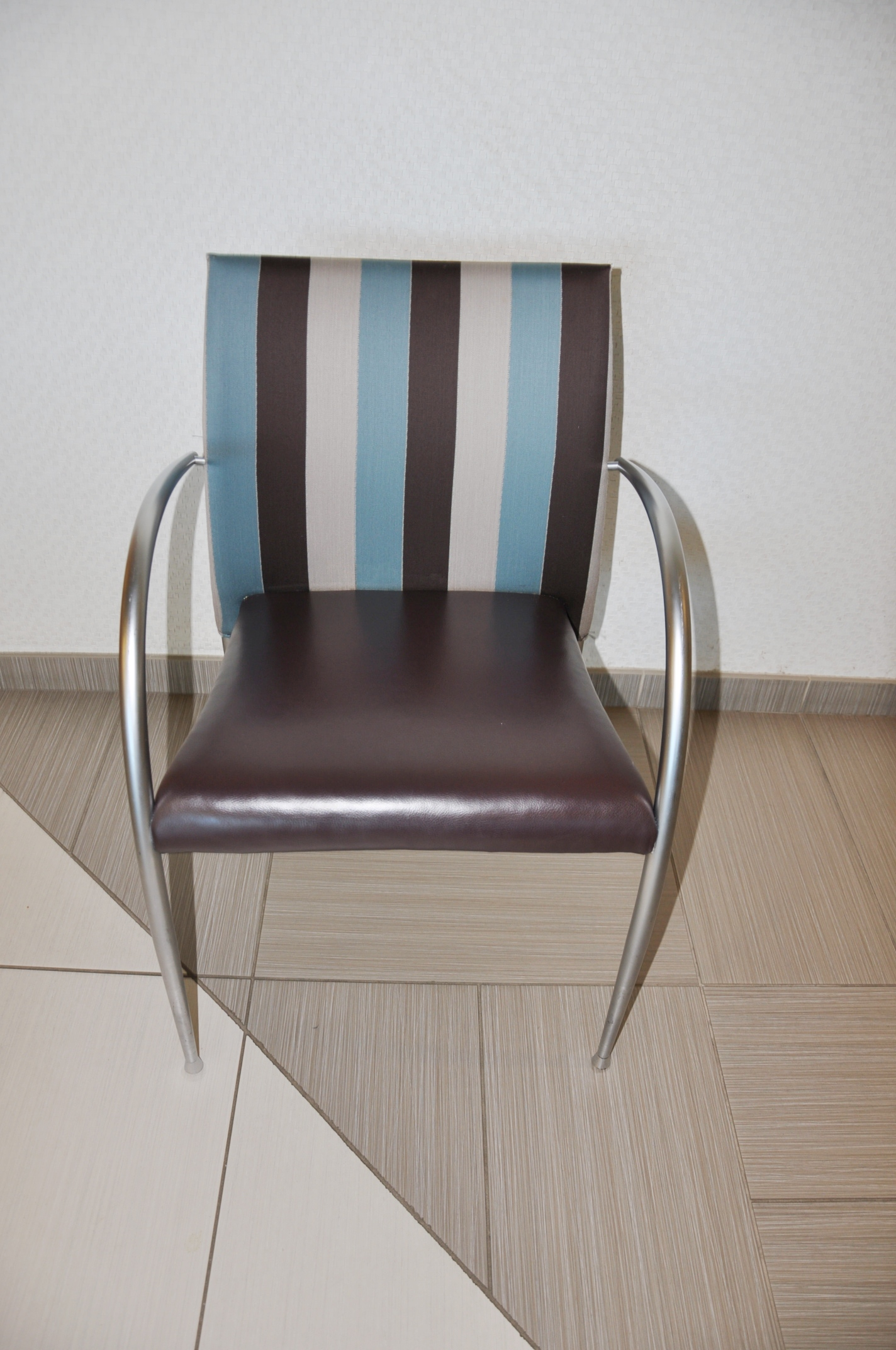 Break Room Chairs Striped Fabric Used Office Furniture Dallas