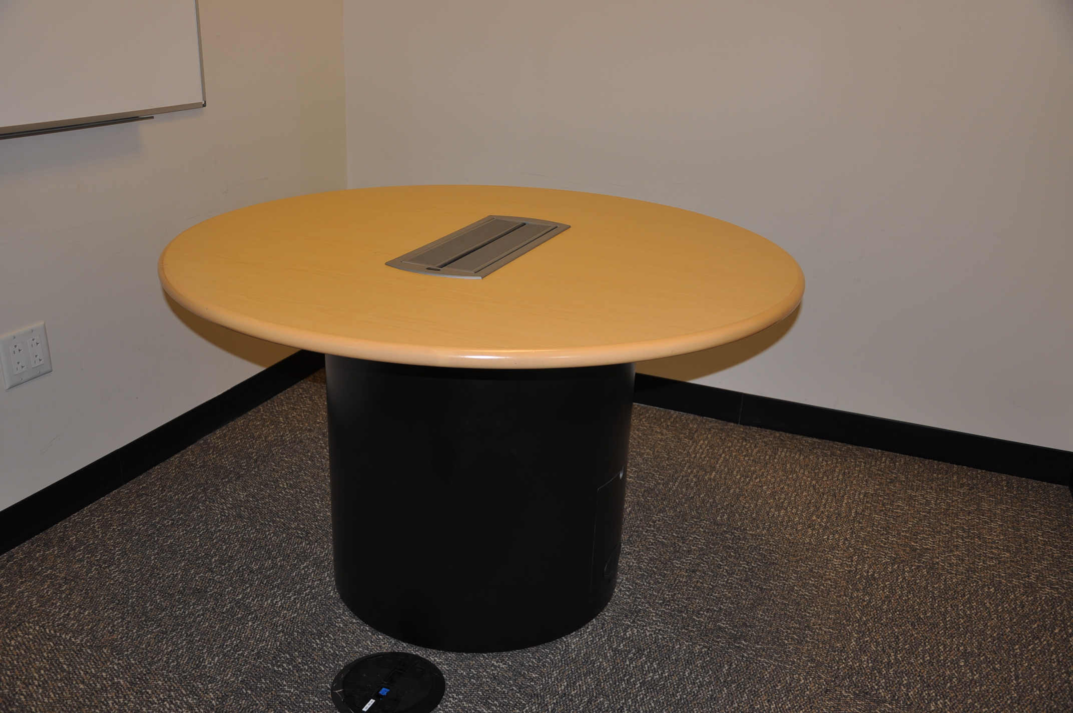 Vecta 48″ Round Table W/power
