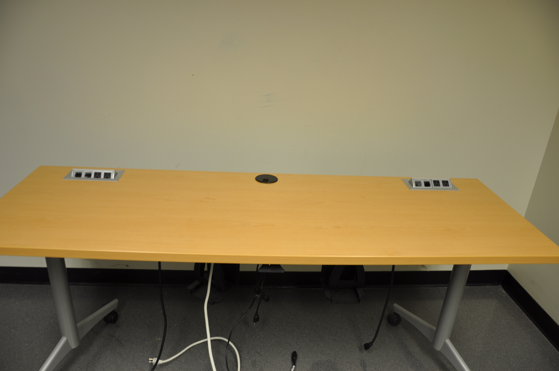 6′ X 2′ Training Table W/power