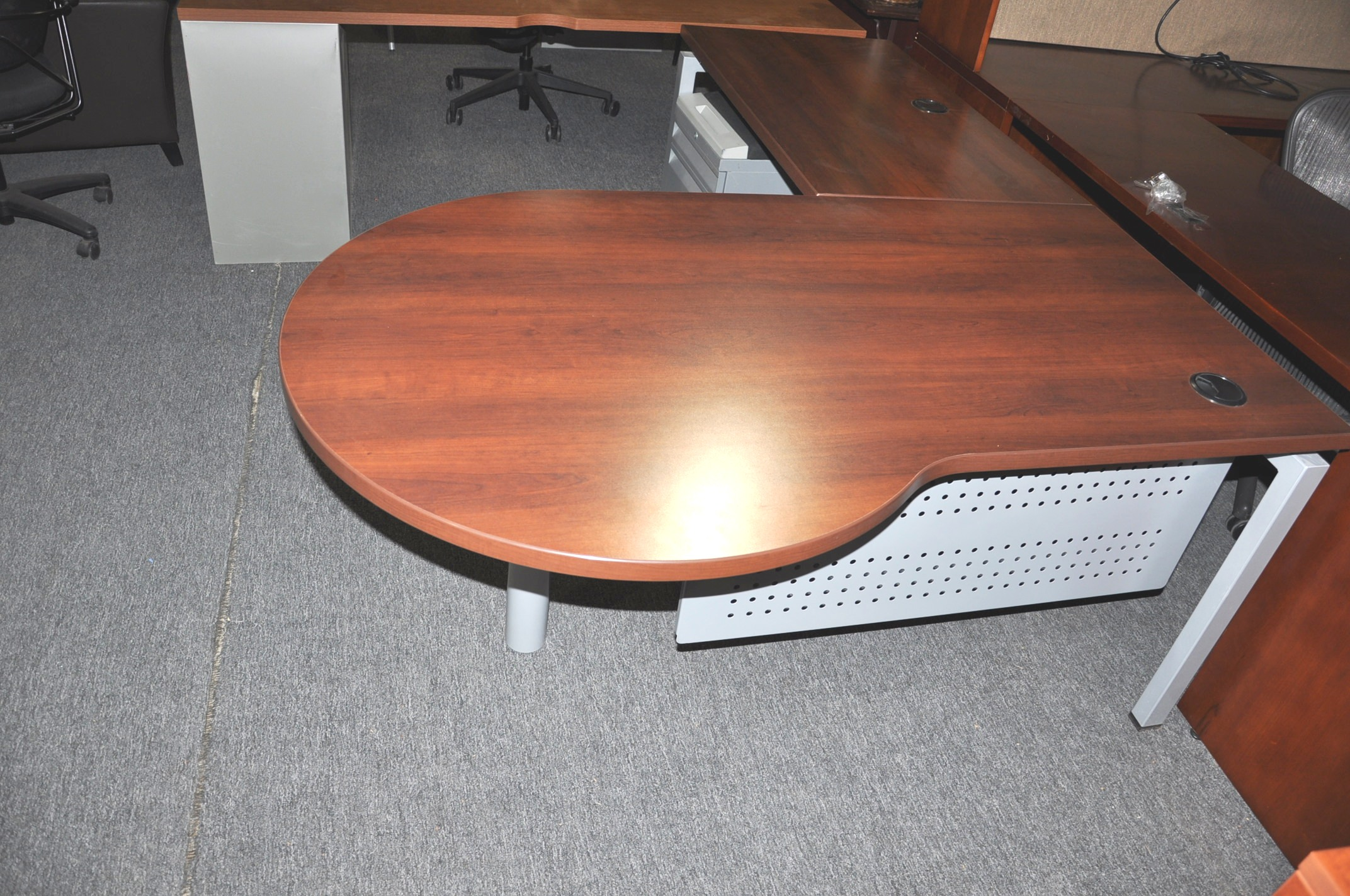 P Top L Shape Desk