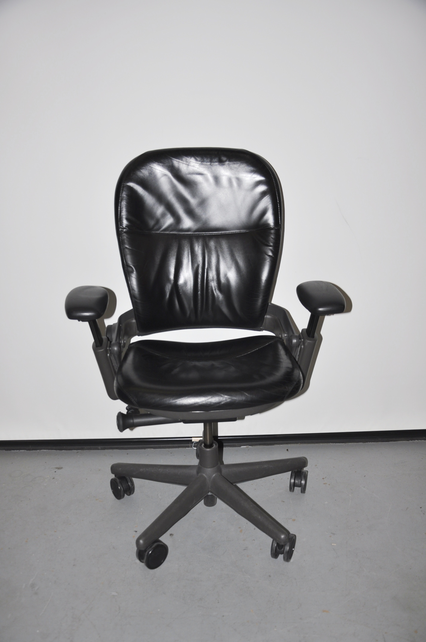 Black Leather/gray Frame Steelcase Leap Chair