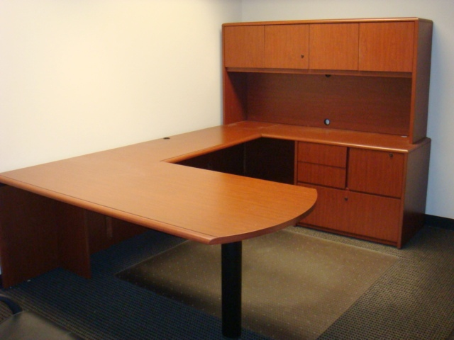 U Shape Desk W/hutch-cherry Laminate