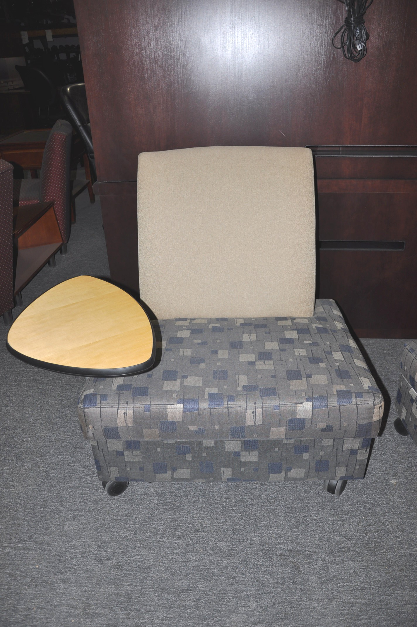 Armless Lounge Chair W/table
