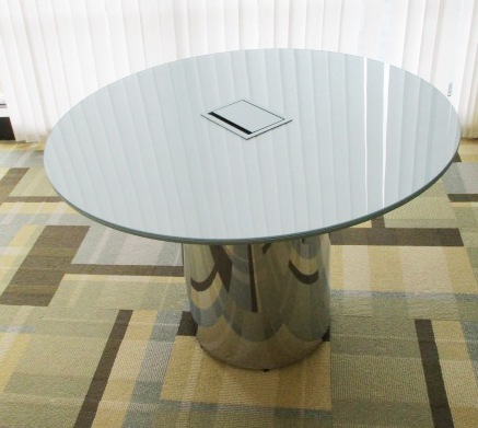 42″ Glass Top Table W/power