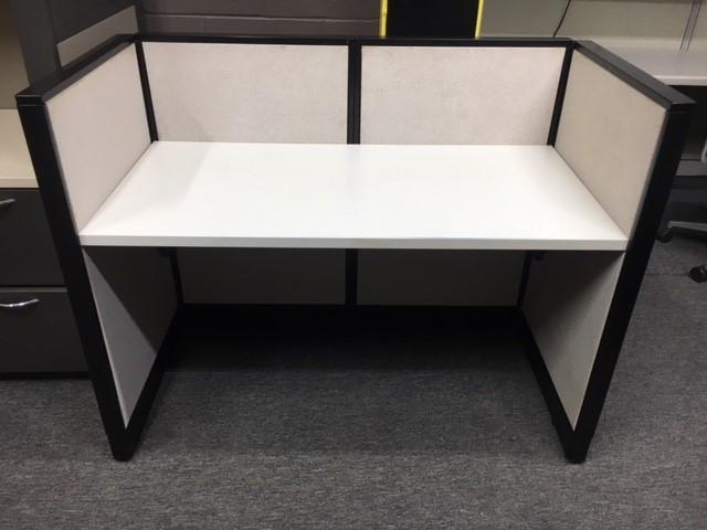 Steelcase Avenir 4′ X 2′ X 42″H