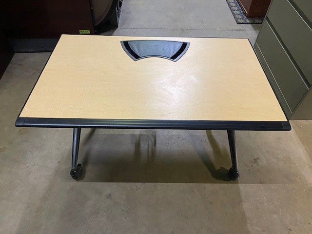 48″ X 30″ Nesting Table W/power