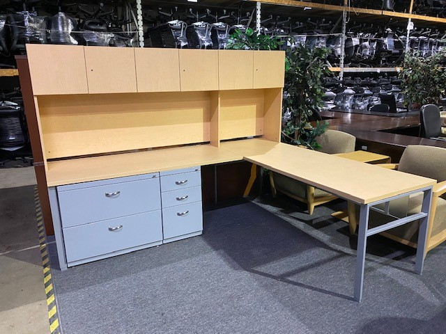 Maple L-Shape Desk W/Hutch